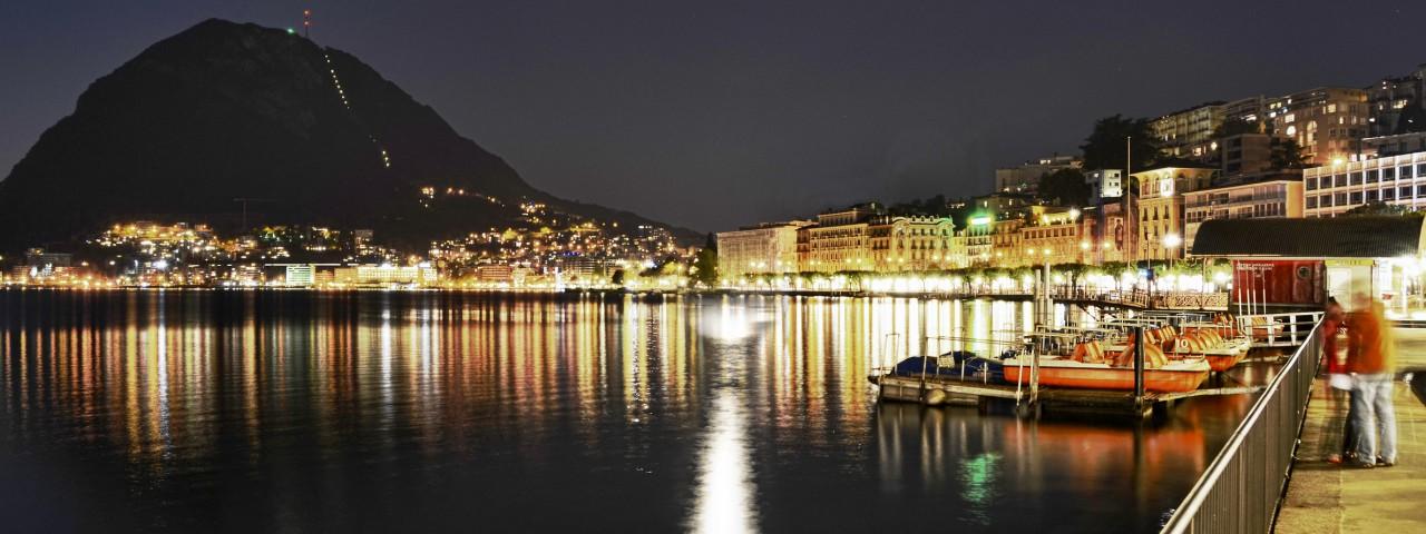Lago di Lugano notturno.